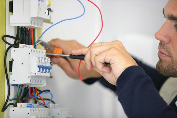 Impiantistica e cablaggio (servizi macchine utensili)